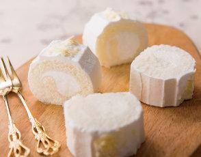純白のロールケーキの写真