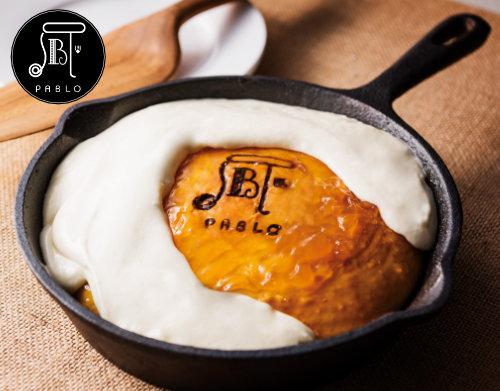 焼きたてチーズタルト専門店PABLO (パブロ)監修「フロマージュ・パンケーキ」の写真
