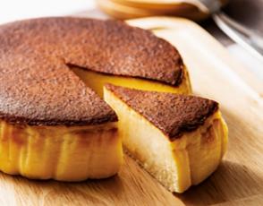 黒いチーズケーキの写真