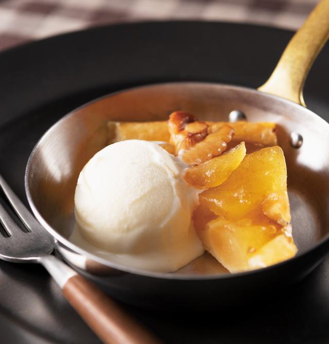 ホットアップルパイ バニラアイス添えの写真