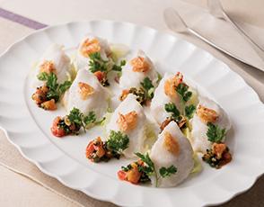 白身魚のヴァプール キャベツのエチュベと桜海老を添えての写真