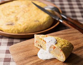 カニ、マッシュルーム、ポテトのオムレツ トリュフの香るクリームソースの写真