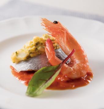 鰆(さわら)のオーブン焼き ミモザ風海老のグリエを添えての写真