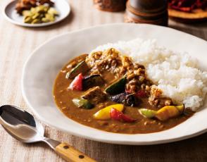 牛挽肉と野菜のカレーの写真