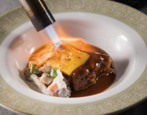 牛肉のラグーと茸のフリカッセ チーズの軽いグラチネの写真