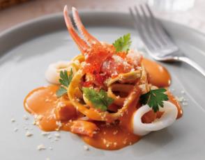 魚介類のトマトクリームパスタの写真