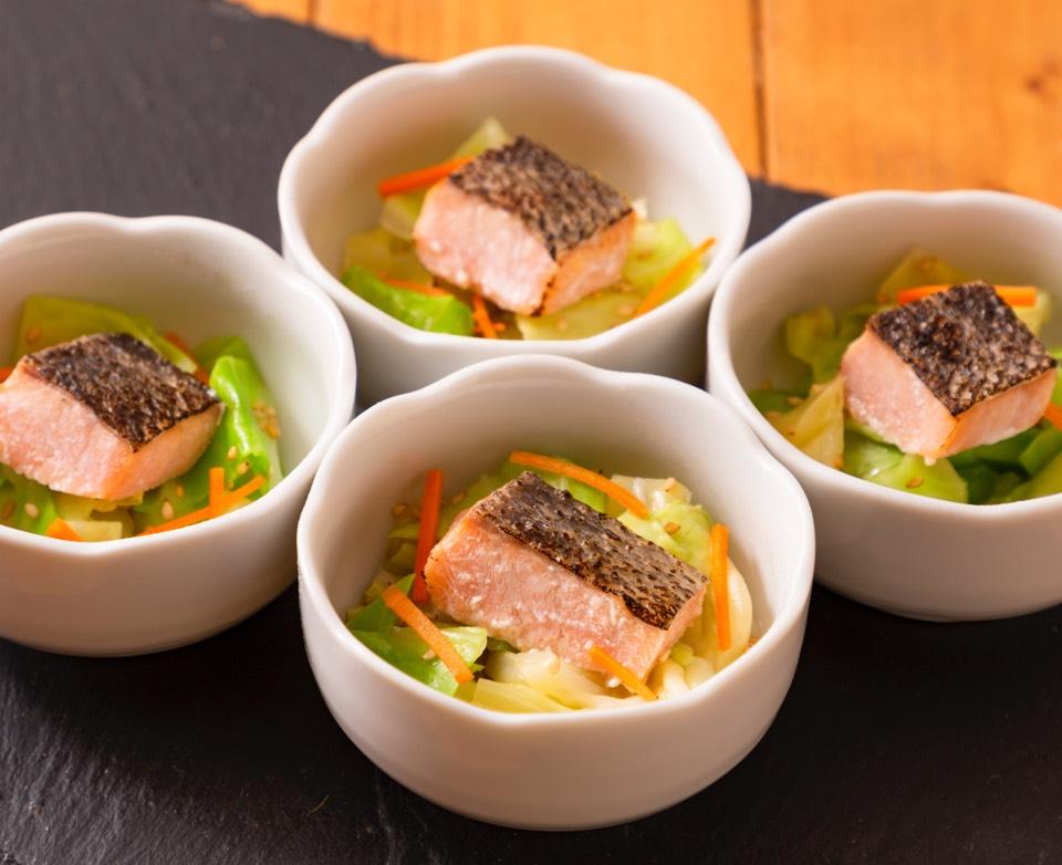 焼き鮭とキャベツの胡麻浸し
